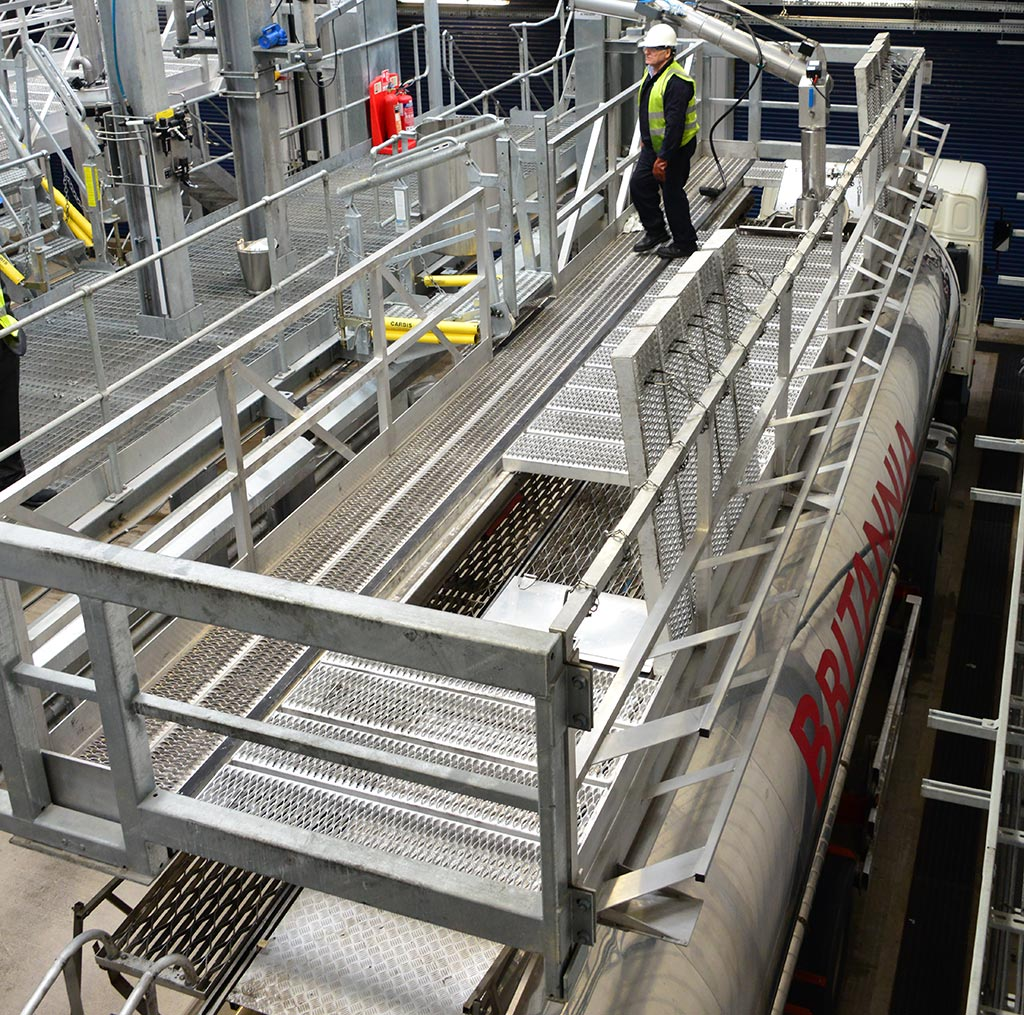 Loadtec hybrid system - combining the simplicity of a large cage, but with the assurance of top-of-the-range elevating platform