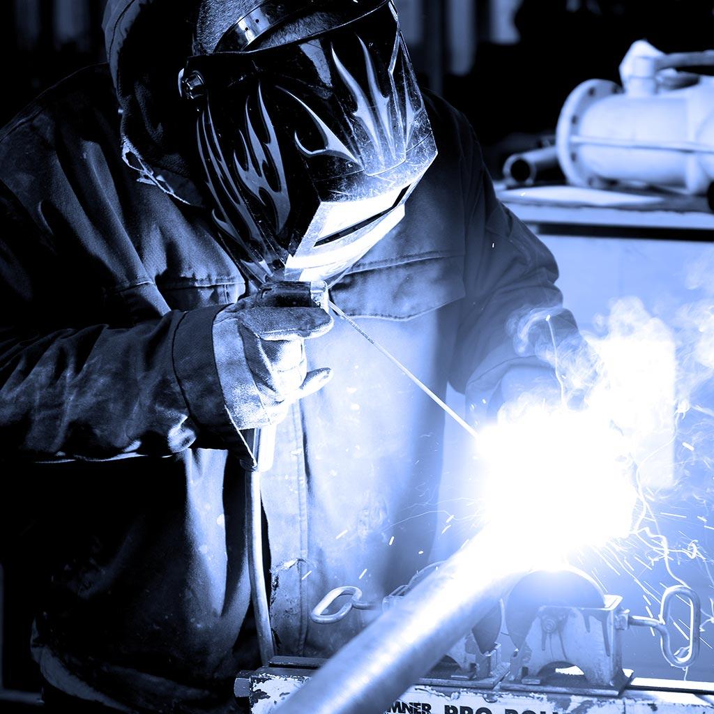 Carbis Loadtec - Man welding